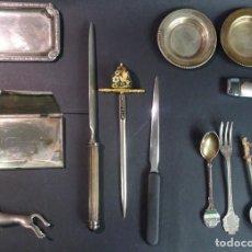 Coleccionismo: LOTE DE 13 PIEZAS METAL , COLECCIÓN ABRECARTAS, CUCHARAS, CAJAS, PLATOS, VER FOTOS. Lote 140020598