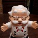 Coleccionismo: MUÑECO FIGURA COLONEL SANDERS KFC. KENTUCKY FRIED CHICKEN. CHINA. HUCHA. 18 CMS. Lote 140629218