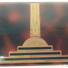 Coleccionismo: PITILLERA DE METAL ESMALTADO SIMIL CAREY. ADORNOS EN DORADO. CIRCA 1960. . Lote 140865690