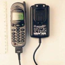 Coleccionismo: MOTOROLA MT2 TIMEPORT TRI-BAND. TELÉFONO MÓVIL RETRO.. Lote 141733994