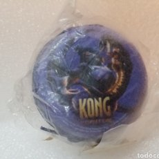 Coleccionismo: MONEDERO METÁLICO KONG THE 8TH WONDER OF THE WORLD UNIVERSAL STUDIOS KING KONG MOVIE/COLOR AZUL.. Lote 143942820