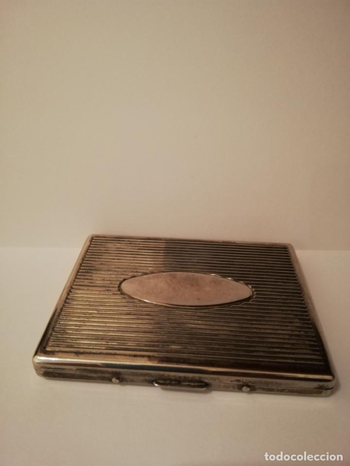ELEGANTE PITILLERA CON POSIBLE BAÑO DE PLATA - 10.2 X 7.8 X 1.1 CM. (Coleccionismo - Objetos para Fumar - Otros)
