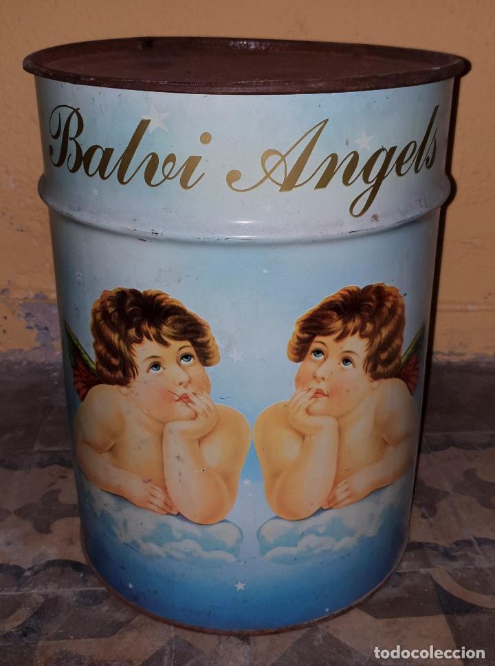 ANTIGUO Y RARO BIDON DE HOJALATA (LATA) CON ANGELES EN EL QUE SE PUEDEN ALMACENAR COSAS (Coleccionismo - Varios)