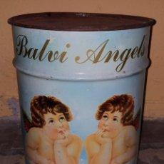 Coleccionismo: ANTIGUO Y RARO BIDON DE HOJALATA (LATA) CON ANGELES EN EL QUE SE PUEDEN ALMACENAR COSAS. Lote 147052150