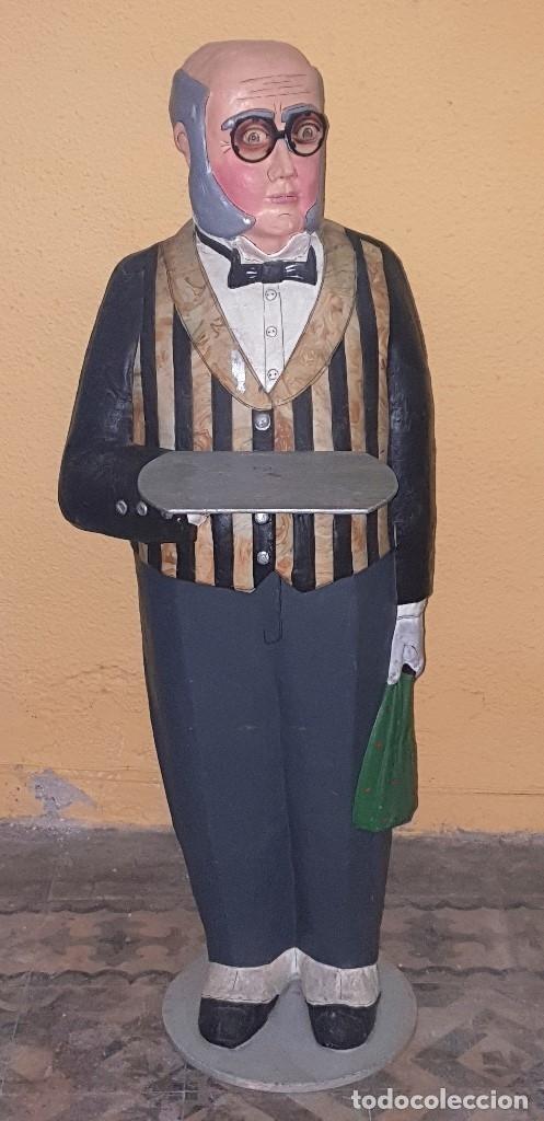 ANTIGUO CAMARERO DE CARTON PIEDRA (PAPEL MACHE) DE GRANDES DIMENSIONES, MARCA LINIA EXPRES (Coleccionismo - Varios)
