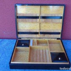 Coleccionismo: CAJA PARA TABACO Y PUROS. MADERA Y POLIPIEL NEGRO. 31CM X 23CM. Lote 147194138