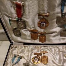 Coleccionismo: LOTE DE 15 MEDALLAS DE COLEGIO VARIADAS. Lote 147244906