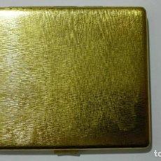 Coleccionismo: PITILLERA DORADA PARA TABACO, MEDIDAS 11 X 9,5 CM. Lote 147454330
