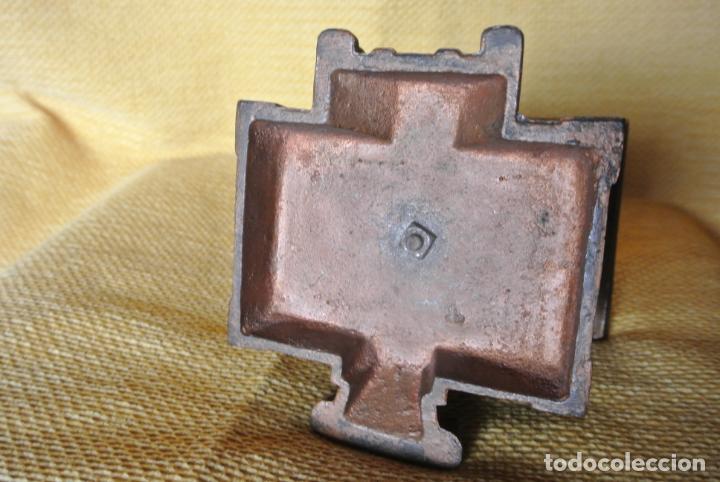 Coleccionismo: Hucha. casa en hierro colado. Caja de ahorro - Foto 3 - 147727426