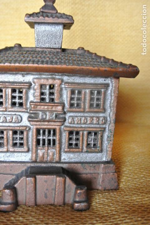 Coleccionismo: Hucha. casa en hierro colado. Caja de ahorro - Foto 5 - 147727426
