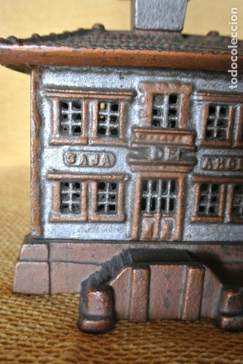 Coleccionismo: Hucha. casa en hierro colado. Caja de ahorro - Foto 6 - 147727426