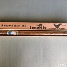 Coleccionismo - PURO DE GRAN TAMAÑO (46 cms.),EN CAJA DE MADERA, FLOR DE CANARIAS, RECUERDO DE TENERIFE - 147863030