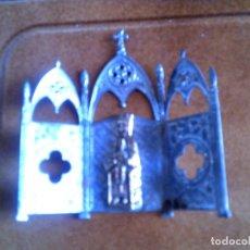 Coleccionismo: PIEZA RELIGIOSA VIRGEN DE MONTSERRAT ES DE METAL Y HIERRO. Lote 147985146