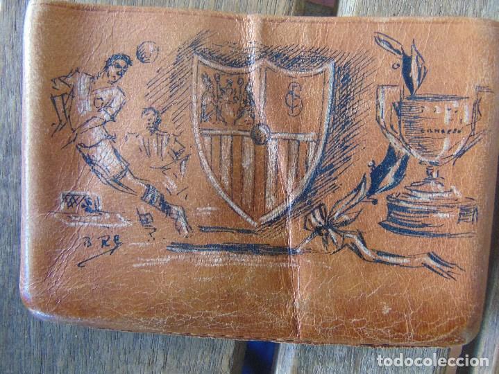 Coleccionismo: PITILLERA DE CUERO PINTADA A PLUMILLA, SEVILLA FC CAMPEONES, SOLEDAD DE BUENAVENTURA, LA ALAMEDA - Foto 3 - 149948110