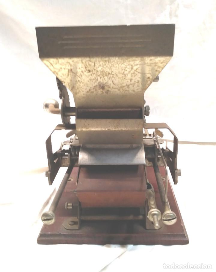 Coleccionismo: Victoria Maquina para liar Cigarros de Hnos Victorero Lastres Asturias 1er modelo base madera - Foto 4 - 150277522
