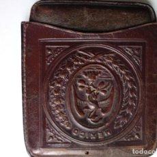 Coleccionismo: MÉXICO TABAQUERA EN PIEL REPUJADA DEL SIGLO XIX. TIENE GRABADO MEXICO.. Lote 150603562