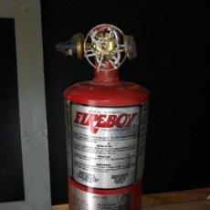 Coleccionismo: EXTINTOR FIREBOY MADE USA MANUAL AUTOMÁTICO LLENO PESA ROCIADOR SPRINGLER SPRAYER RARO PULVERIZADOR. Lote 152513062