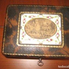 Coleccionismo: CAJA FORRADA Y DECORADA. Lote 152668334