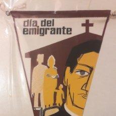 Coleccionismo: BANDERINES DUA DEL EMIGRANTE ASISTENCIA RELIGIOSA SOCIAL RECREATIVA FE Y VALORES MORALES. Lote 152729252