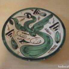 Coleccionismo: PLATO DECORADO CON PAJARO - CERÁMICA PUNTER - ALCAÑIZ (TERUEL). Lote 153537138
