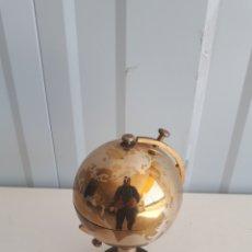 Coleccionismo: ORIGINAL Y MUY DECORATIVA PITILLERA CIGARRERA EN FORMA DE GLOBO TERRÁQUEO AÑOS 70. Lote 154373438