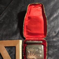 Coleccionismo: IMPRESIONANTE ANTIGUO SET DE FUMADOR TABAQUERA CAJA DE TABACO DE METAL,FUNDA DE MECHERO Y FUNDA 1920. Lote 154757408