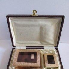 Coleccionismo: ESTUCHE CON BOQUILLA CERILLERO Y PORTAPAQUETES DE TABACO - FORRADO - 15X10X3. Lote 155487026