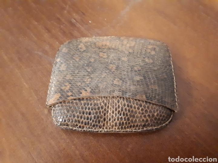Coleccionismo: Antigua pequeña petaca piel serpiente tabaco - Foto 2 - 155705686