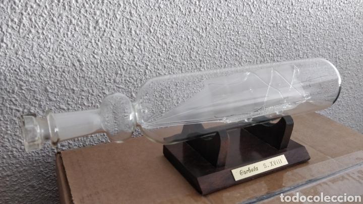 Coleccionismo: Botella con barco de cristal en su interior y peana de madera. Corbeta siglo XVIII - Foto 3 - 155789430