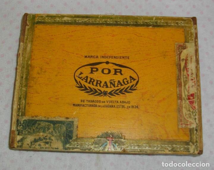 CAJA DE PUROS HABANOS POR LARRAÑAGA (( VACIA ))) ( 25 PENETELAS DE PRE - REBOLUCION (Coleccionismo - Objetos para Fumar - Otros)