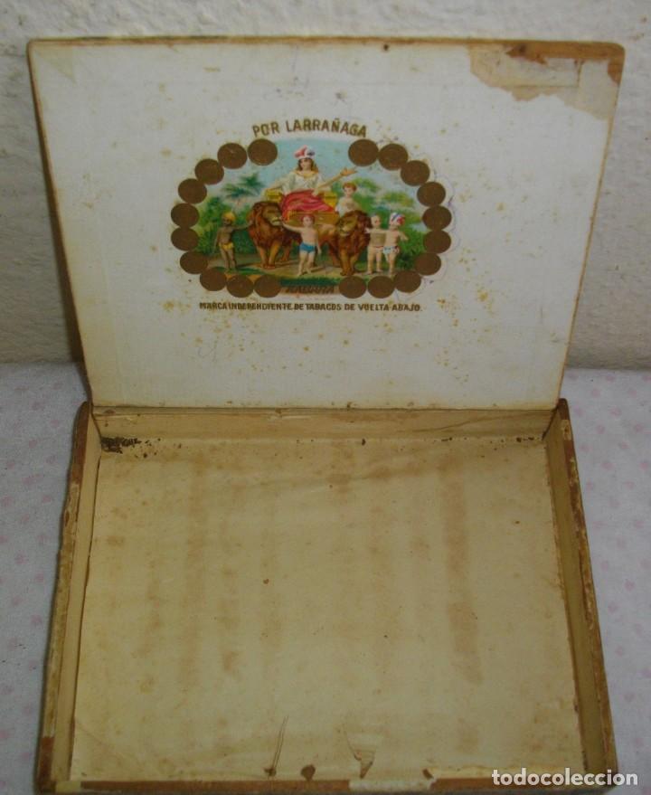 Coleccionismo: CAJA DE PUROS HABANOS POR LARRAÑAGA (( VACIA ))) ( 25 PENETELAS de PRE - REBOLUCION - Foto 3 - 156796694