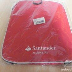 Coleccionismo: BOLSA DEPORTE BANCO SANTANDER ACCIONISTAS / SIN USAR. Lote 156899918