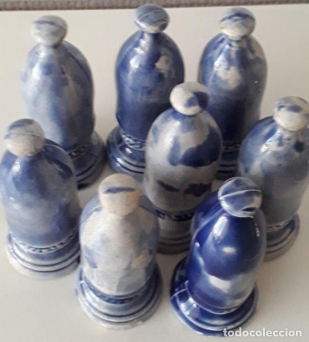 Coleccionismo: Lote de 15 piezas de un raro ajedrez de cerámica. - Loza de barro de flamenca. Países Bajos - Foto 6 - 159183746