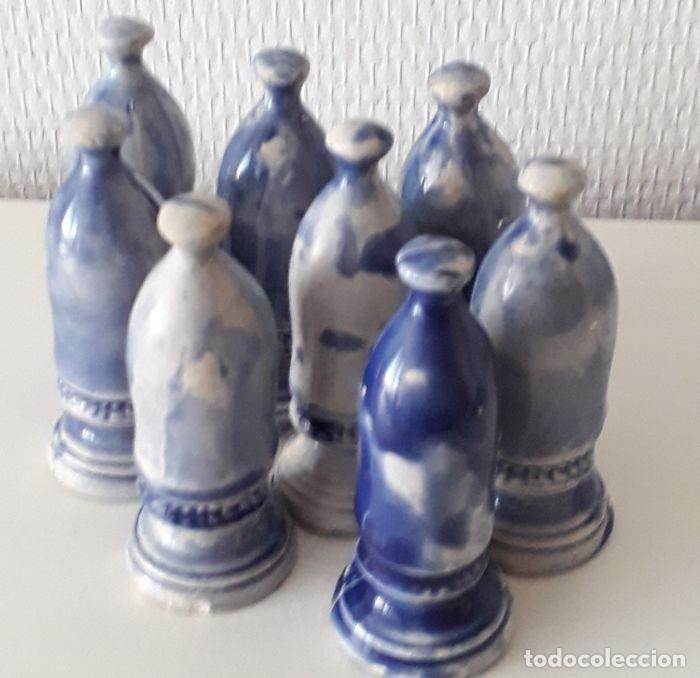 Coleccionismo: Lote de 15 piezas de un raro ajedrez de cerámica. - Loza de barro de flamenca. Países Bajos - Foto 10 - 159183746