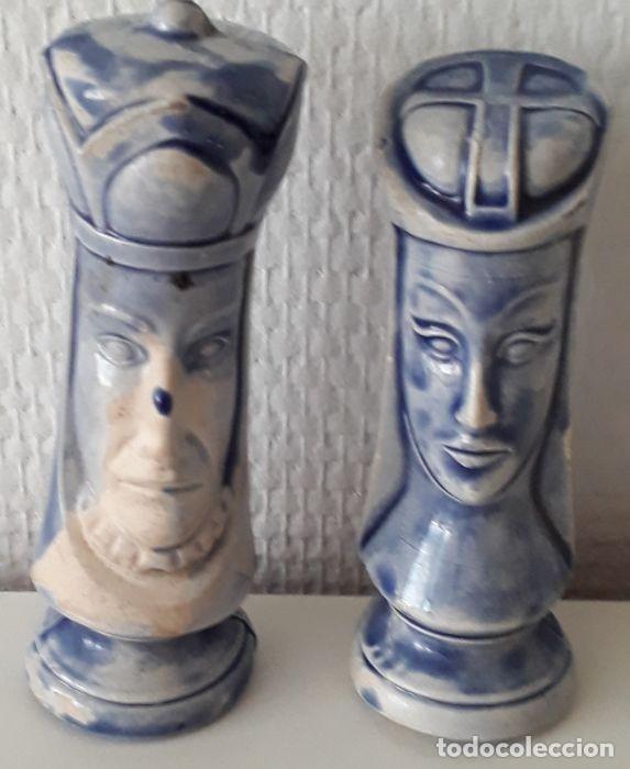 Coleccionismo: Lote de 15 piezas de un raro ajedrez de cerámica. - Loza de barro de flamenca. Países Bajos - Foto 14 - 159183746
