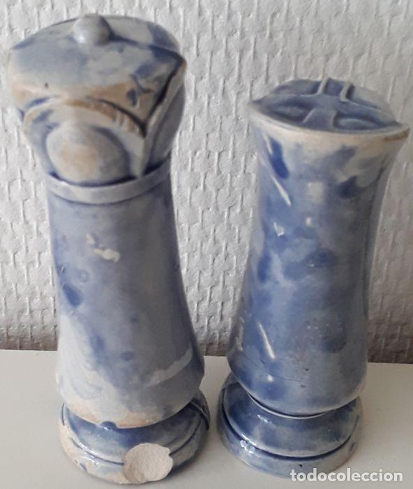 Coleccionismo: Lote de 15 piezas de un raro ajedrez de cerámica. - Loza de barro de flamenca. Países Bajos - Foto 15 - 159183746