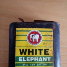 Coleccionismo: PILA O BATERÍA DE PETACA WHITE ELEPHANT SHANGHÁI. 2002. Lote 160138540