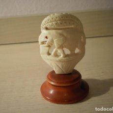 Collezionismo: ELEFANTE TALLADO EN HUESO CON PEANA DE MADERA. Lote 161258626