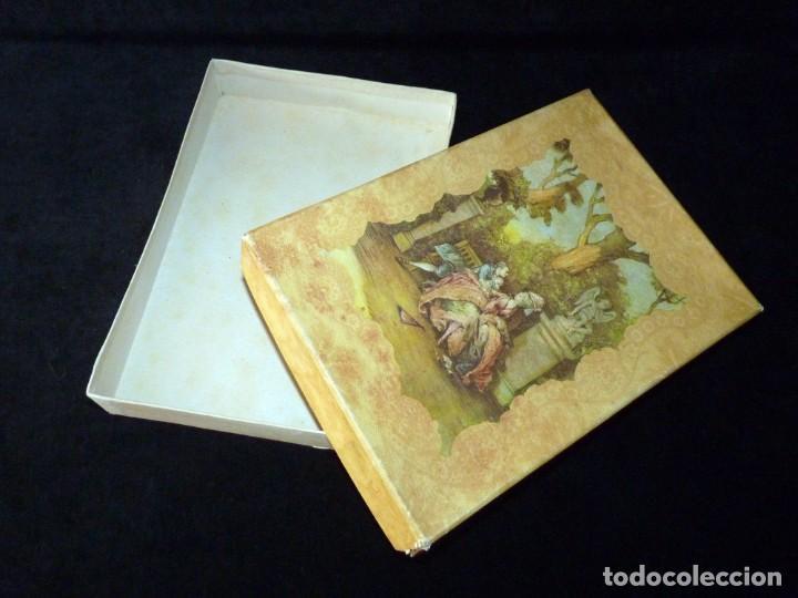 Coleccionismo: ANTIGUA Y BONITA CAJA DE CARTÓN LITOGRAFIADA CON ESCENA GALANTE , 25,5x17,5x3,5 cm. AÑOS 60 - Foto 2 - 161330462