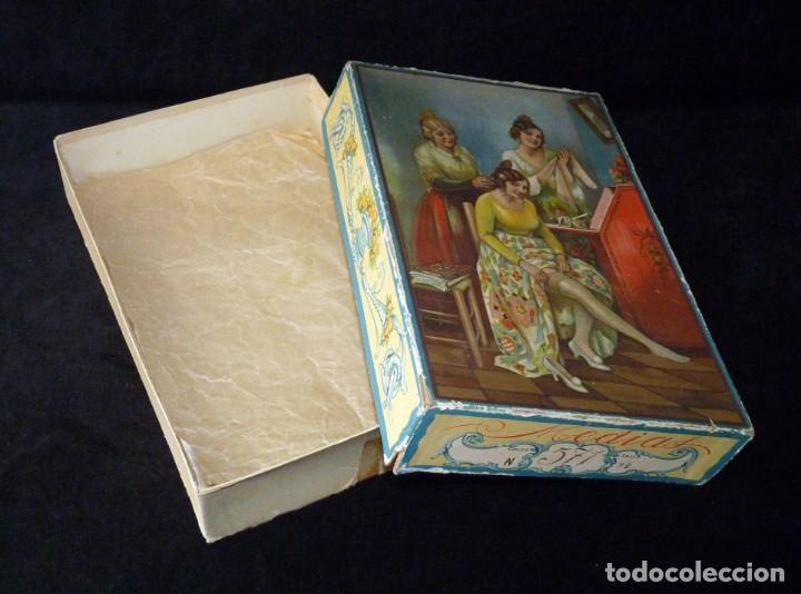 Coleccionismo: ANTIGUA Y BONITA CAJA DE MADIAS. CARTÓN LITOGRAFIADO. FALLERAS VALENCIA. 26,5x17x4,5 cm. AÑOS 20-30 - Foto 2 - 161330766
