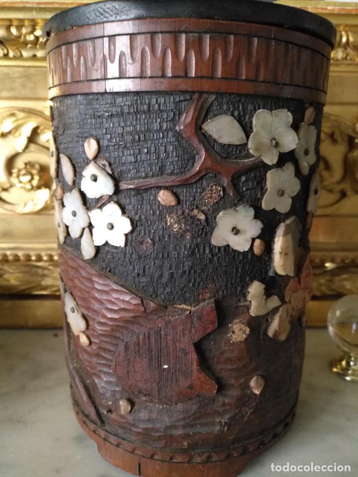 Coleccionismo: pieza de museo original purera oriental tallada en madera y decorada con nacar madreperla leer - Foto 5 - 162571474