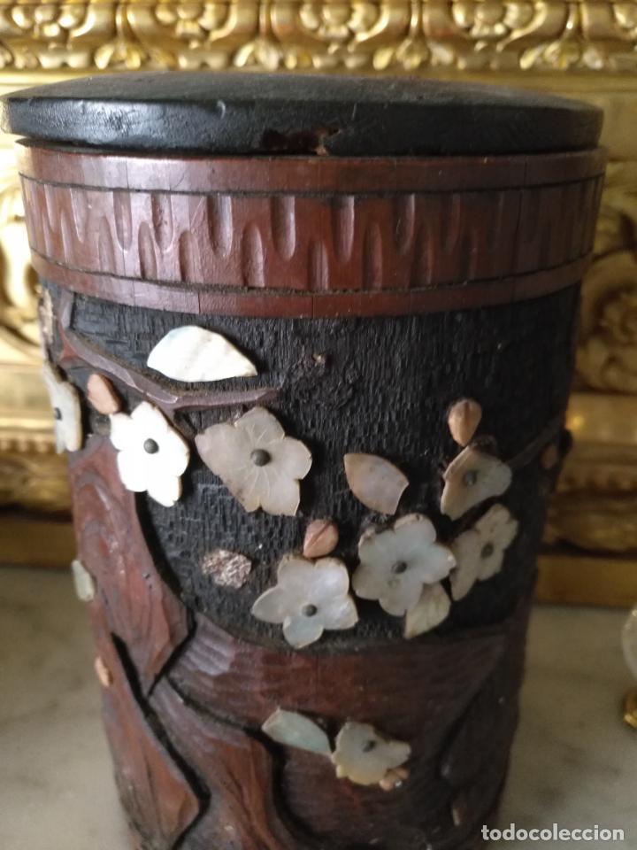 Coleccionismo: pieza de museo original purera oriental tallada en madera y decorada con nacar madreperla leer - Foto 7 - 162571474