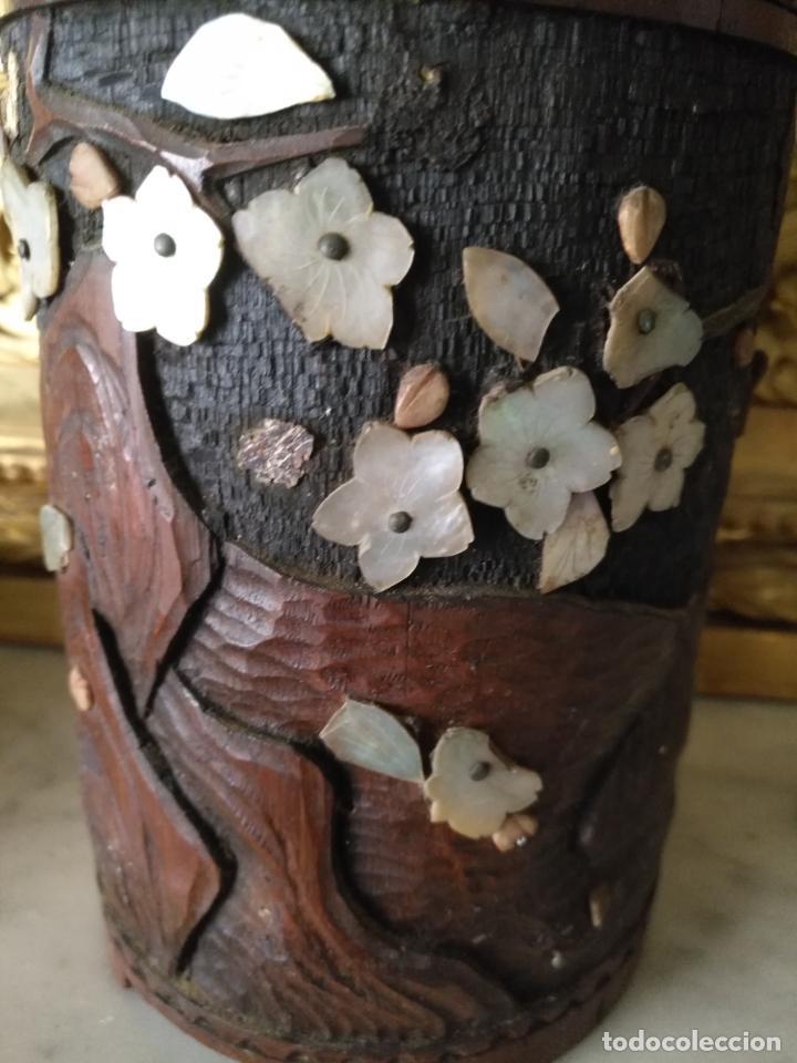 Coleccionismo: pieza de museo original purera oriental tallada en madera y decorada con nacar madreperla leer - Foto 8 - 162571474