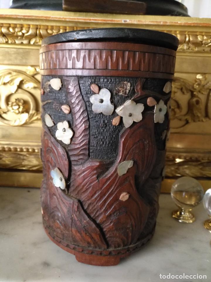 Coleccionismo: pieza de museo original purera oriental tallada en madera y decorada con nacar madreperla leer - Foto 9 - 162571474