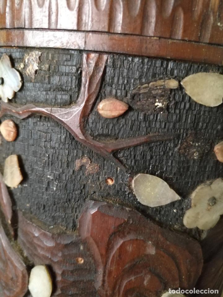 Coleccionismo: pieza de museo original purera oriental tallada en madera y decorada con nacar madreperla leer - Foto 11 - 162571474