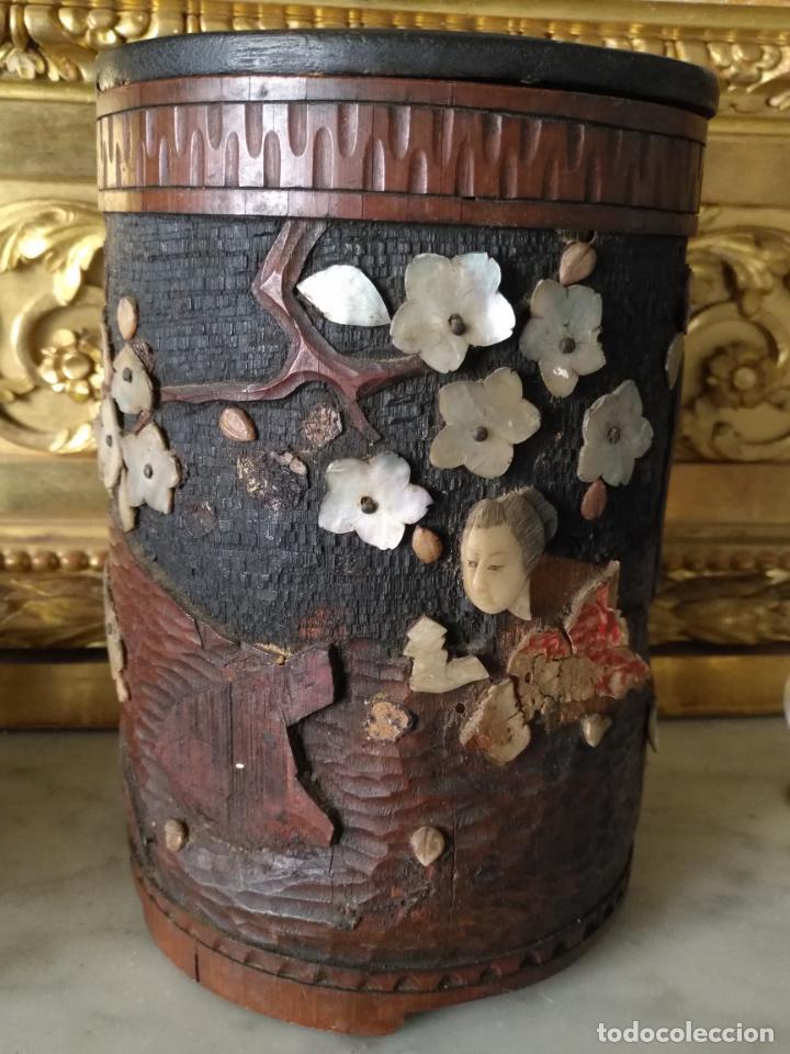 Coleccionismo: pieza de museo original purera oriental tallada en madera y decorada con nacar madreperla leer - Foto 15 - 162571474
