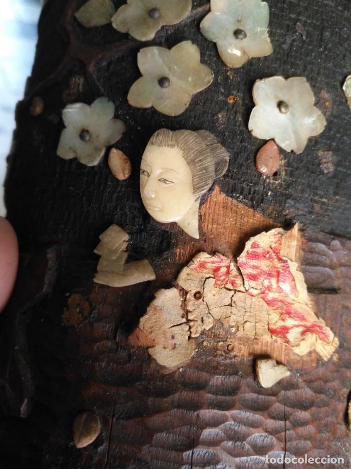 Coleccionismo: pieza de museo original purera oriental tallada en madera y decorada con nacar madreperla leer - Foto 16 - 162571474