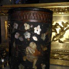 Coleccionismo: PIEZA DE MUSEO ORIGINAL PURERA ORIENTAL TALLADA EN MADERA Y DECORADA CON NACAR MADREPERLA LEER. Lote 162574338