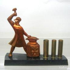 Coleccionismo: ANTIGUA ESCRIBANIA PORTA PLUMAS ? ART DECO REVOLUCION RUSIA PROLETARIADO INDUSTRIAL COMUNISMO 20/30. Lote 163861530