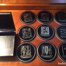 Coleccionismo: ANTIGUOS POSAVASOS EN CAJA MALMO PROVINCIAS SWEDEN CAJA PIEL Y CORCHO. Lote 164825210